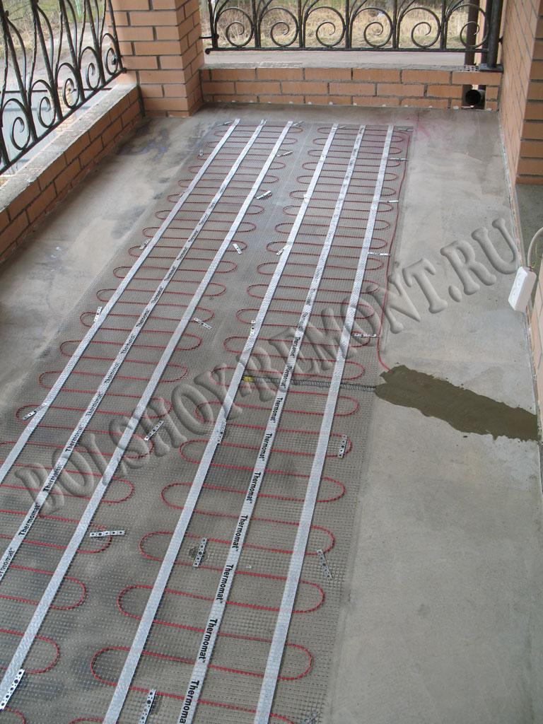 Укладка плитки на балконе.