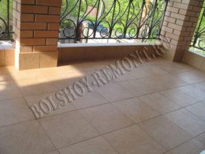 Укладка плитки на балконе
