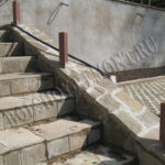 Бетонная лестница с уголками