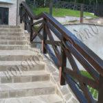 Деревянные перила для бетонной лестницы