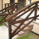 Деревянные перила на террасе